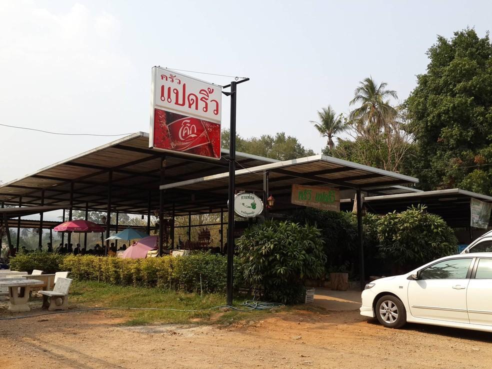 ร้านอาหารครัวแปดริ้ว ทางหลวงแผ่นดินหมายเลข 3272 ต.ท่าขนุน อ.ทองผาภูมิ จ.กาญจนบุรี