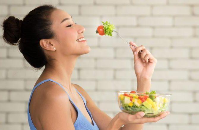 อาหารที่เสริมสร้างสุขภาพของเส้นผม