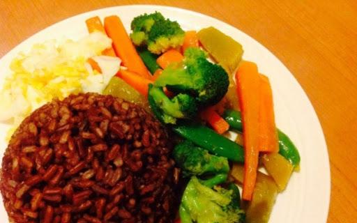 อาหารคลีน อาหารที่ไร้มัน ผัดผักโดยไม่ใส่น้ำมัน