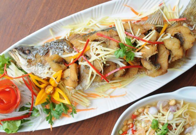 ปลากระพงยำมะม่วง เมนูยำเด็ด ๆ สำหรับคนที่ชอบทานอาหารรสจัด รับรองว่าอร่อยเหมือนในภัตตาคาร