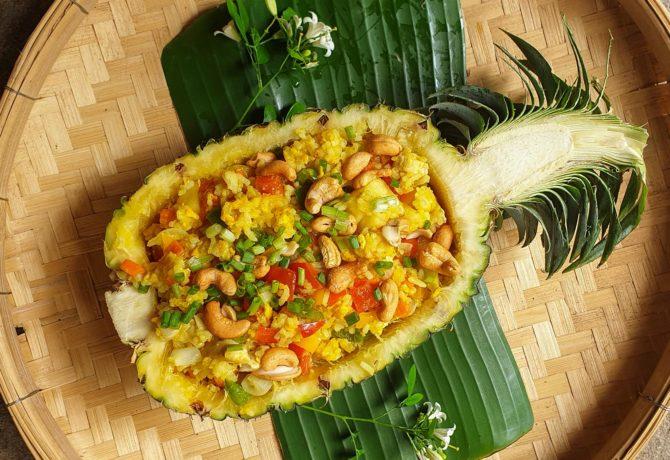ข้าวผัดสับปะรด เมนูนี้เป็นเมนูโปรดสำหรับน้อง ๆ หนู ๆ ที่บอกเลยว่าอร่อยมาก ๆ ไม่ควรพลาด