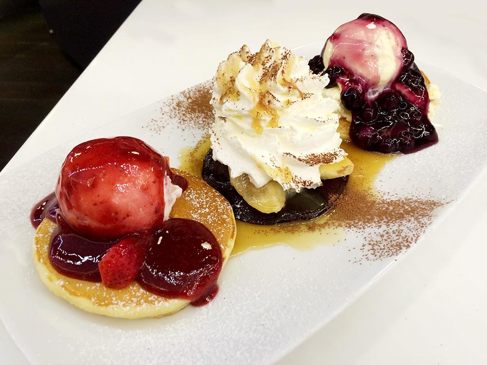 แพนเค้ก ที่ร้านขนมแพนเค้กคาเฟ่ (pancake café)