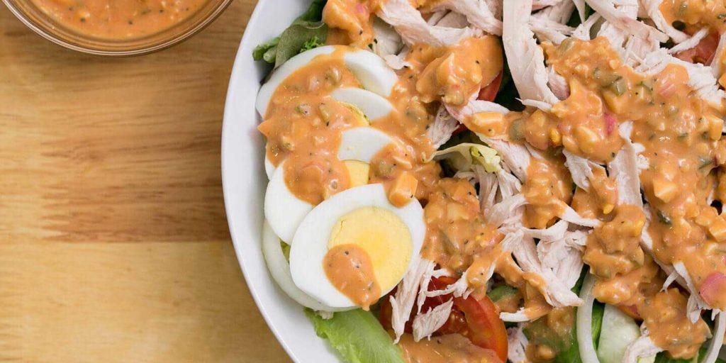 สลัดผักอกไก่ไข่ลวก อาหารคลีน