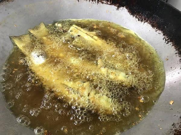 อาหารขึ้นชื่อของทางภาคใต้ -เมนู ปลากระบอกทอดขมิ้น