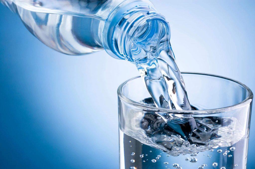 การดื่มน้ำเปล่า